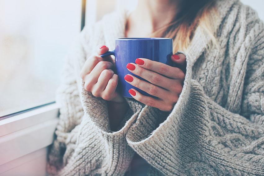 cafezinho reflexivo via Shutterstock