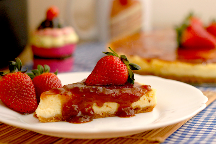 receita-cheesecake-calda-morango-4
