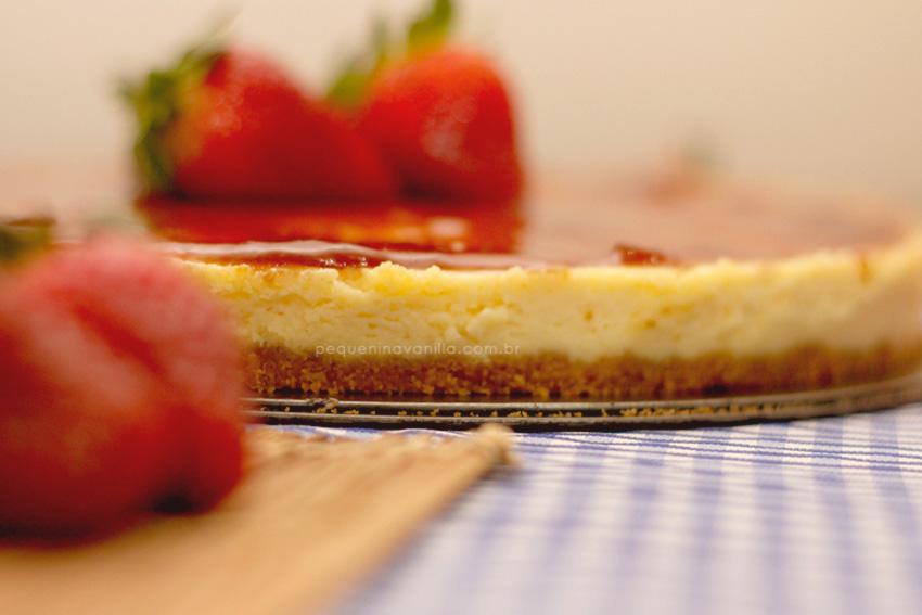 receita-cheesecake-calda-morango-5