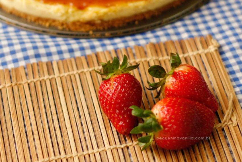 receita-cheesecake-calda-morango-6